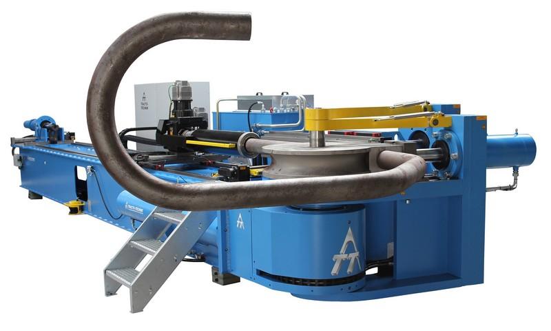 Máquina dobradeira de tubos